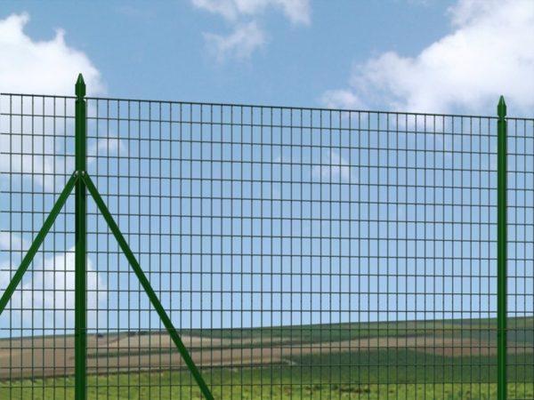 effetto finale della recinzione con i pali